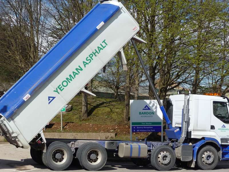Yeoman Asphalt tipper fitted with Edbro CX14 cylinders