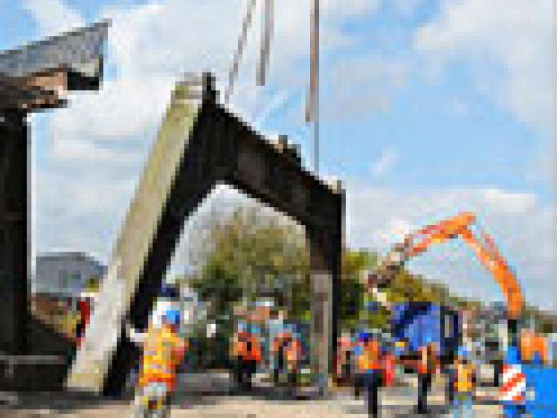 AR Demolition dismantle railway bridge
