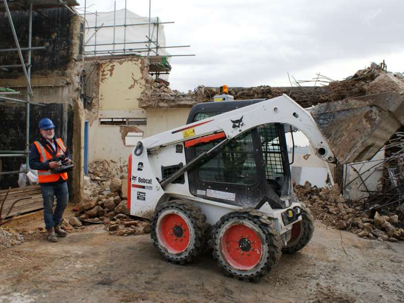 Remote-controlled Bobcat compact loader