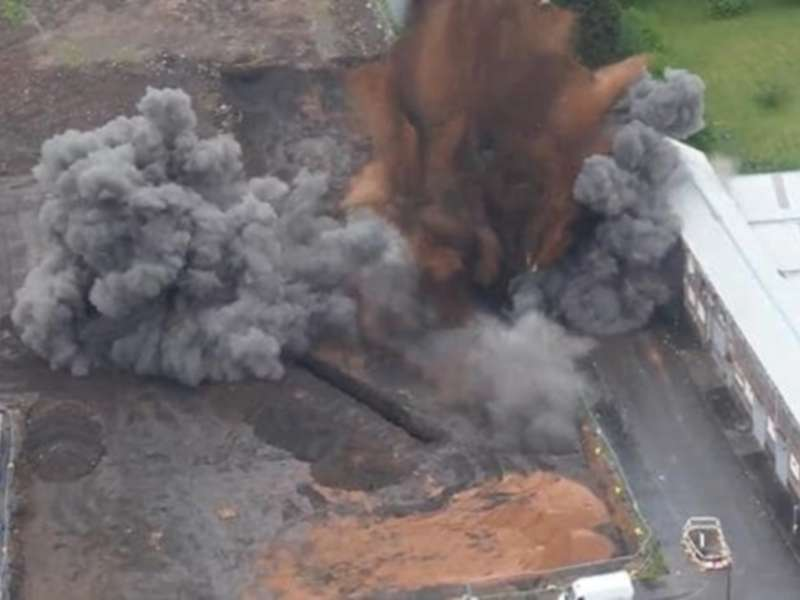 Controlled explosion (Photo: The Daily Telegraph)