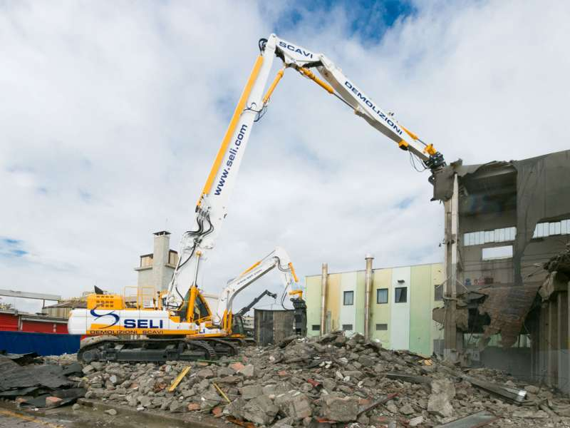 Doosan DX530DM high-reach demolition excavator
