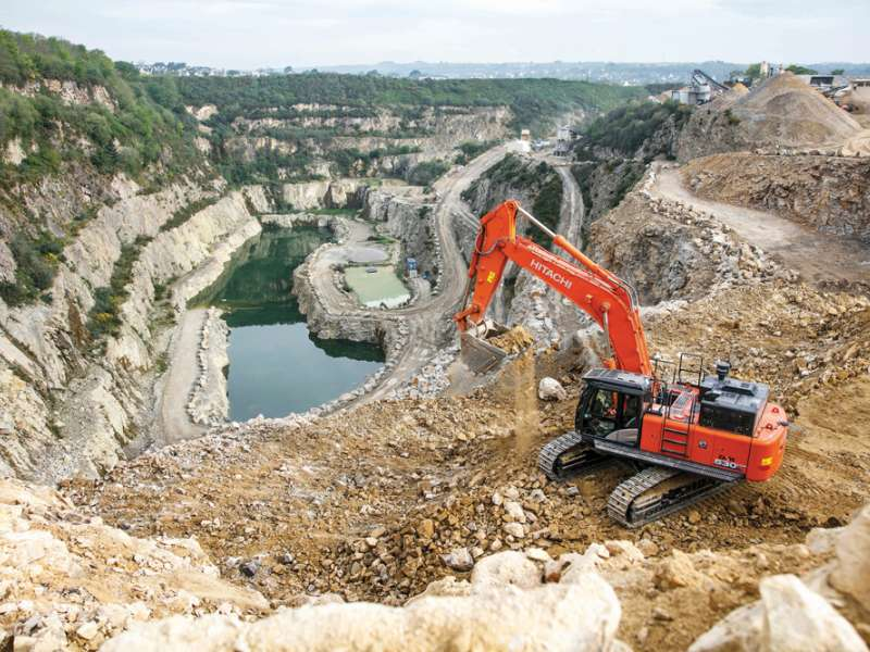 Hitachi ZX530LCH-6 at Guena Quarry