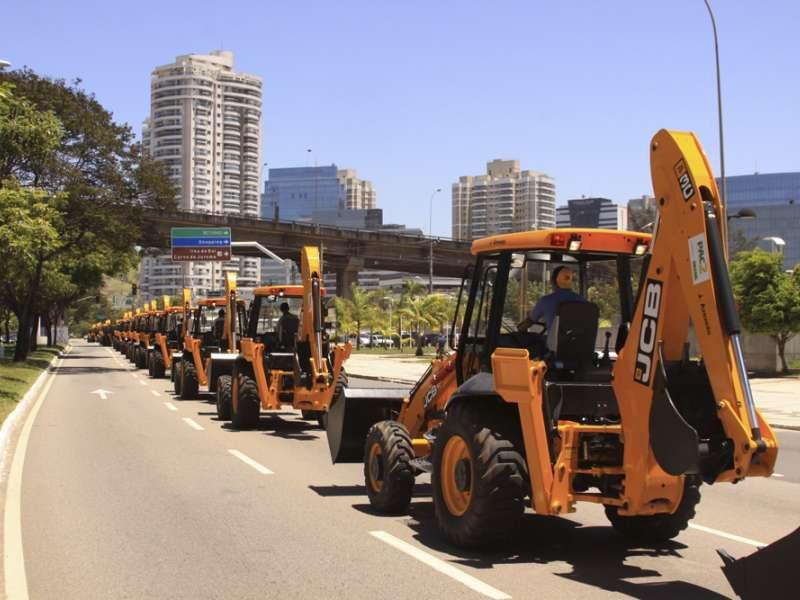 JCB win deal for 1,000 backhoe loaders