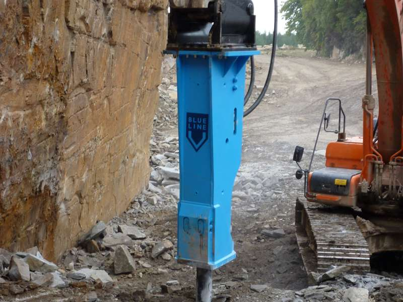 Montabert XL2600 Blue Line hydraulic breaker