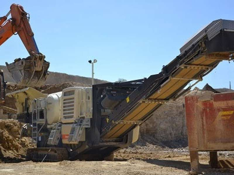 Lokotrack LT106 mobile crusher
