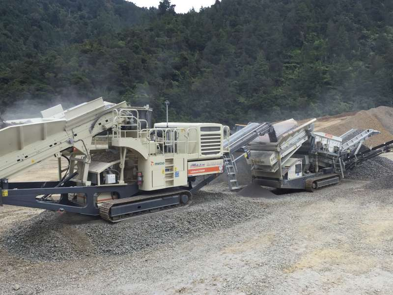 Metso LT200HP mobile crusher and screener
