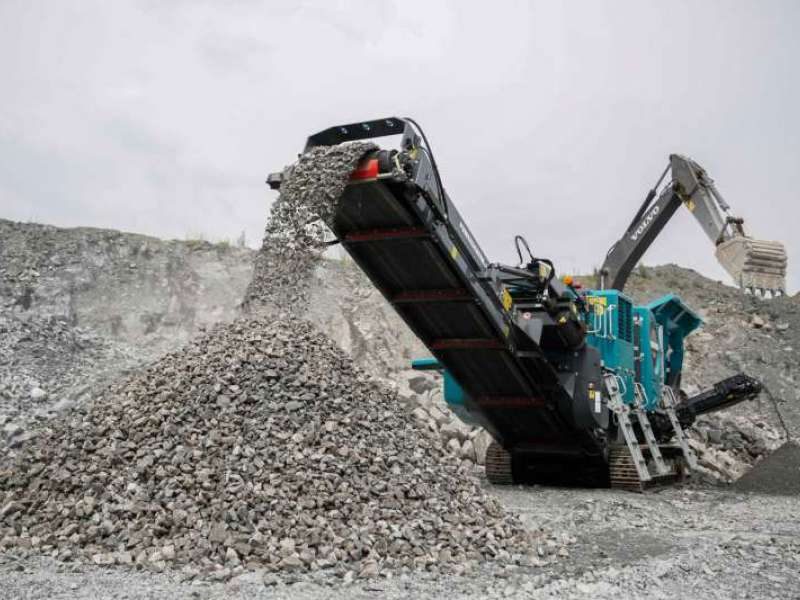 Premiertrak 400X mobile jaw crusher