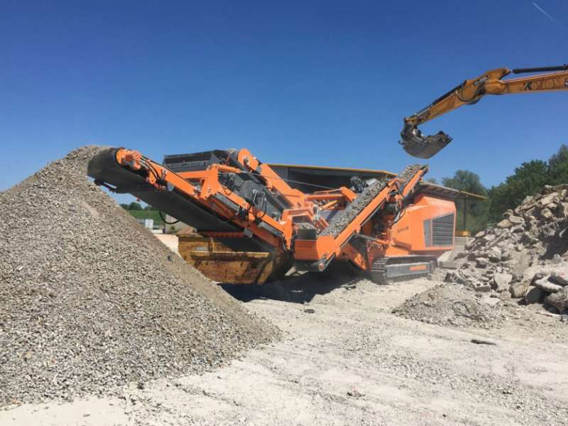 Rockster R1000S impact crusher