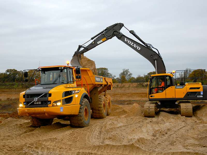 Volvo dumptruck and wheel loader