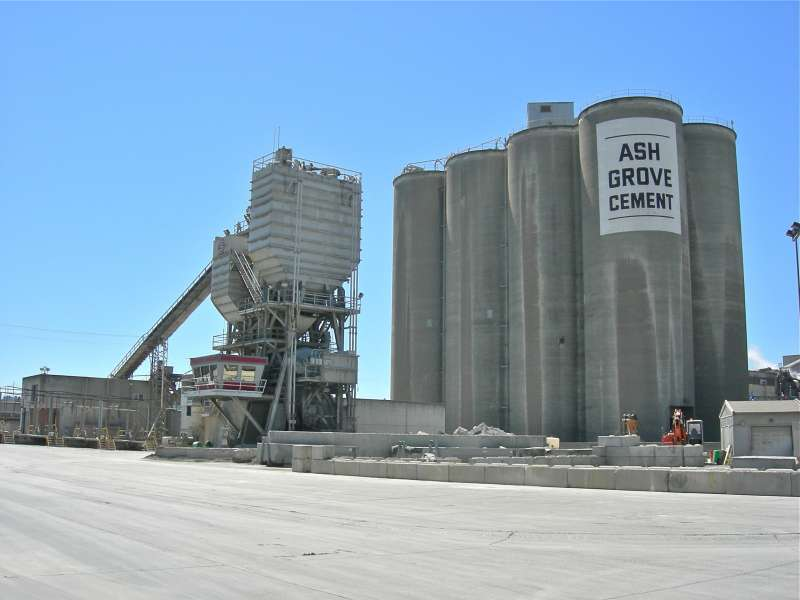 EXTRA: CRH's USD3.5 Billion Ash Grove Cement Bid Faces Competition