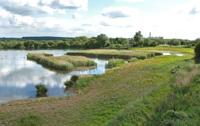 Attenborough Clifton Pit and Kingfisher Hide. Photo Richard Rogers, Notts WT