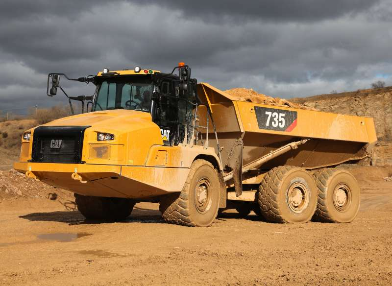 Cat 735 articulated dumptruck