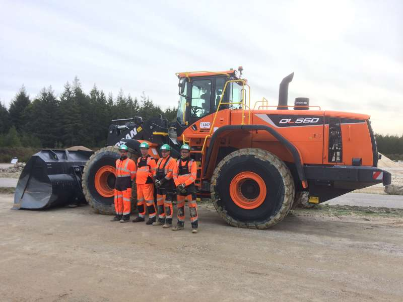 CEMEX team at La Ventrouze in France with the new Doosan DL550-5 wheel loader
