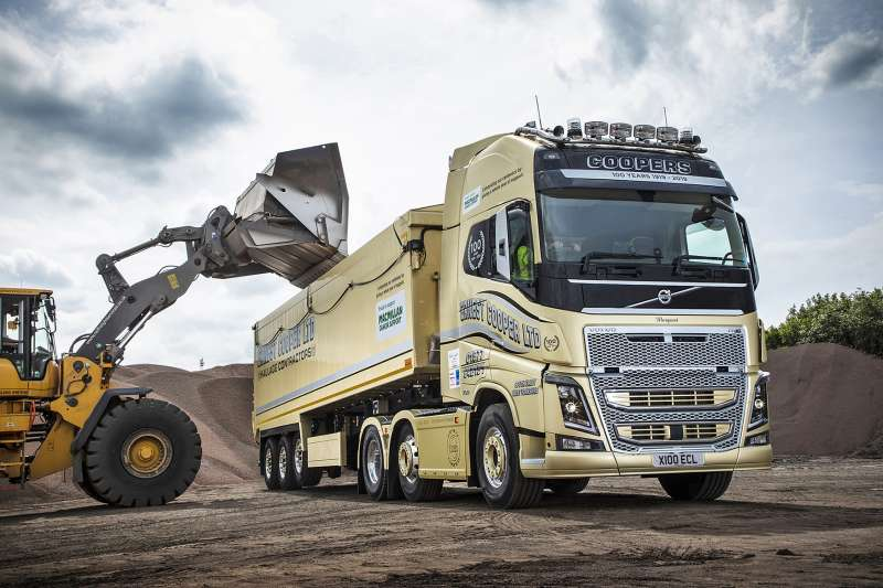 Gold Volvo FH16 750 truck