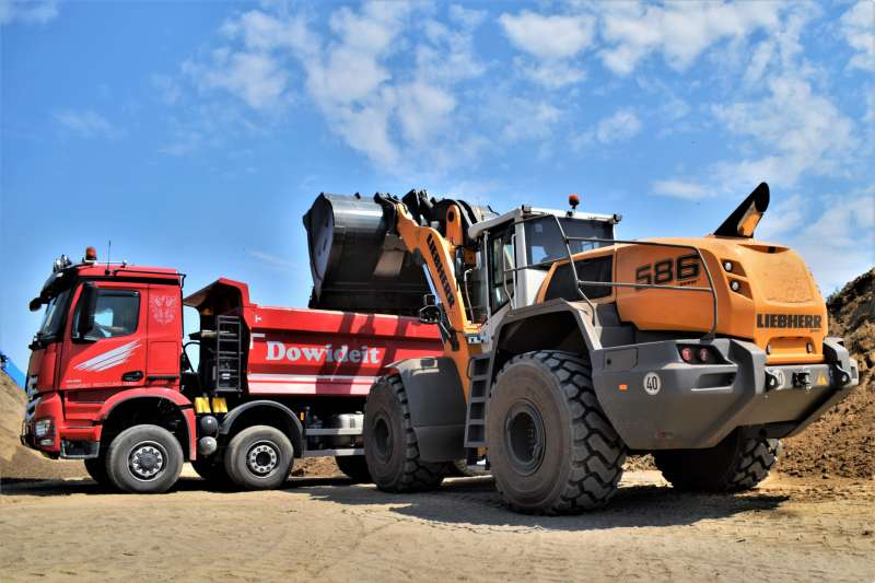Liebherr L 586 XPower wheel loader