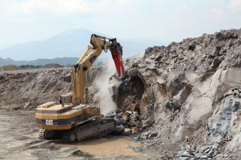 Rammer 9033 in action