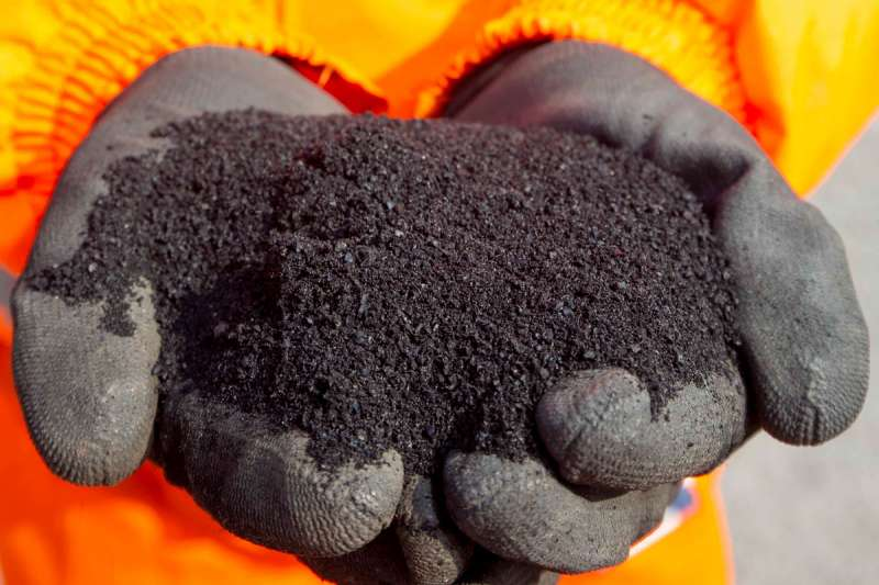Asphalt from used rubber tyres