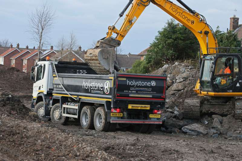 Holystone tipper with Thompsons Loadmaster Lite body